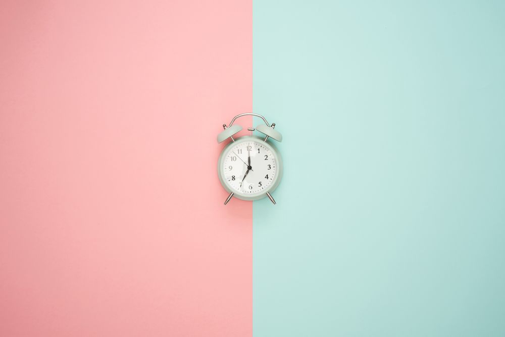 alarm clock and pink and white split screen to indicate time testing